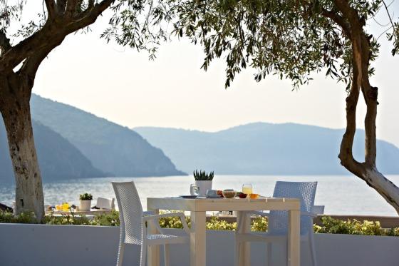 Lichnos Beach Hotel and Suites